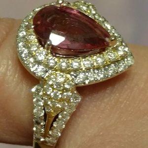 Beautiful 18K gold ring with teardrop pink sapphir
